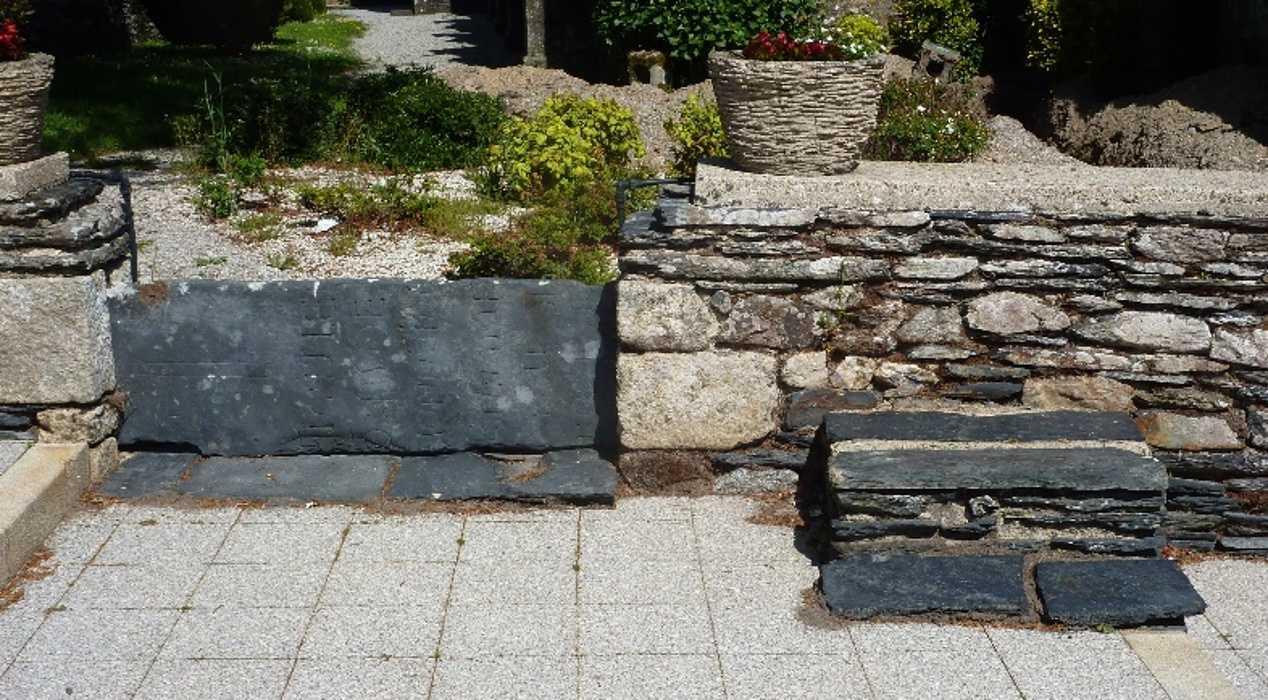 Le mur d''enceinte de l''enclos de Saint-Mayeux 0